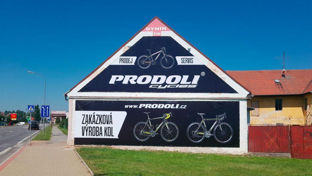 Reklamní plachta na dům Prodoli