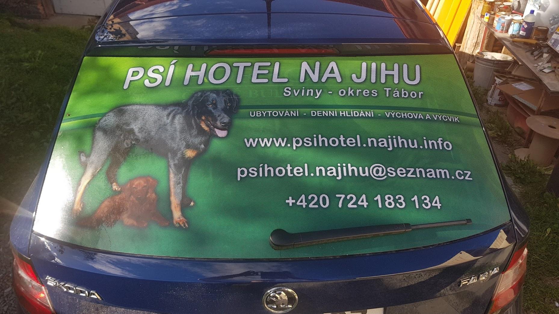 Polep okna Škoda Fabia - Psí hotel na jihu