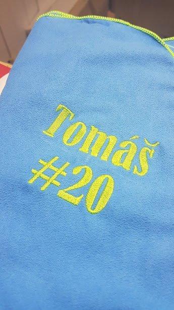 Jmenovky na ručníky pro hokejisty.